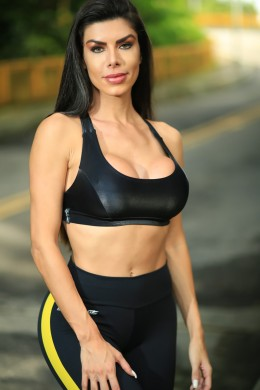 Top fitness Bertha Cirre Preto